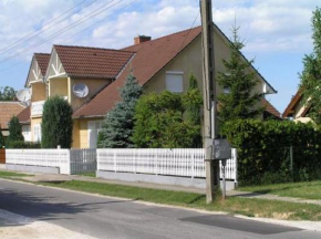 Cottage Balatonszemes for 12 guests
