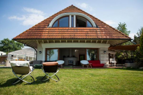 Luxury Beachfront Villa, Balatonszárszó
